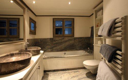 Valpierre room 1 bathroom