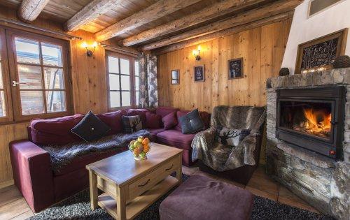 Chalet Bonheur's lounge
