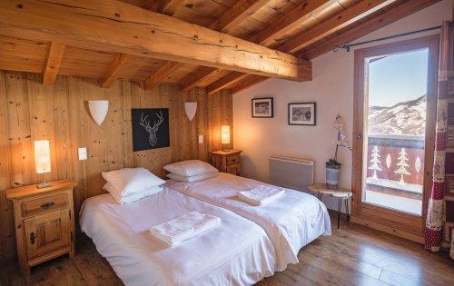 Caribou room 2