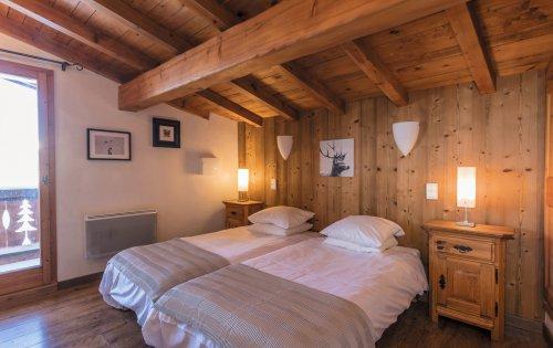 Caribou room 3